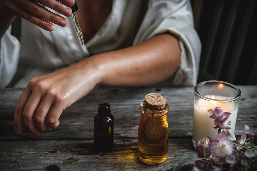 What Happens When You Combine CBD Oil and Essential Oils?